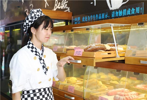 学西点专业就到<a href=http://www.jxxdf.com target=_blank class=infotextkey>江西新东方烹饪学院</a>.jpg